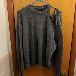 Who what wear gray sweater.
